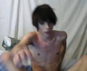 Hot twink wanking on webcam till he cums.